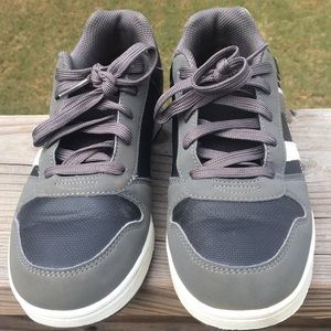American Eagle Sneakers Youth Sz 4.5 Gray/White